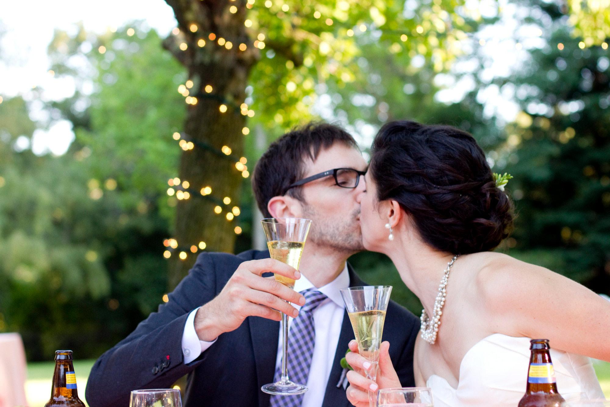 dm-kissing